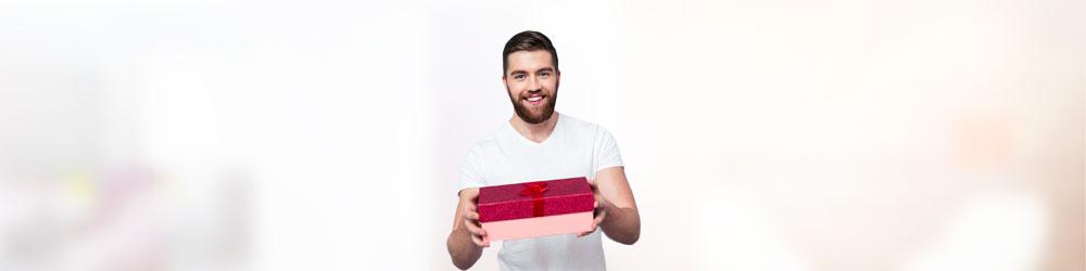 Исследование: что дарят мужчины на праздники своим женщинам